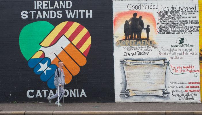 """Unterwegs auf der Falls Road, auf der """"irisch-katholischen Seite"""" der Mauer mit einem ehemaligen IRA-Kämpfer."""