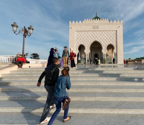Rabat - Das zwischen 1961 und 1967 errichtet Mausoleum von Mohammed V. und Hassan II.