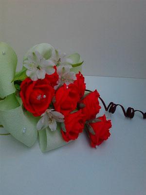 Лятна сутрин/живи цветя, 7 бр бонбони  Рафаело - 15  лв