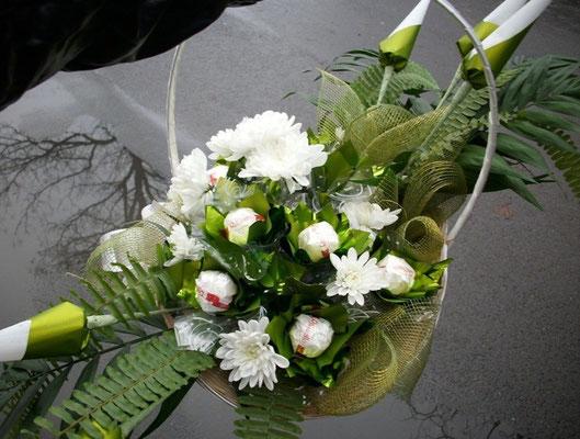 Мишо /15 бр Рафаело, живи хризантеми  - 40 лв