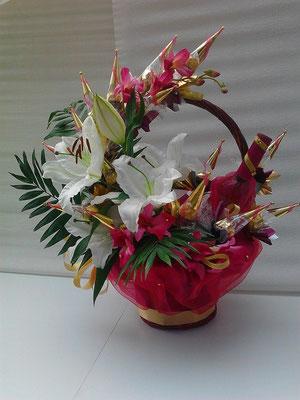 Лилиуми /15 бр. бонбони микс, вино, живи цветя - 55 лв.