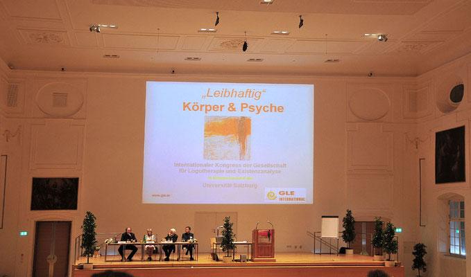 Vortrag in der großen Aula der Universität Salzburg mit Titelbild von Alois Seethaler