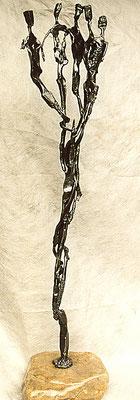 SOLITARITÄT - MENSCHENSTRAUSS: Geschmiedetes Eisen auf Bachstein, 172x44x35 cm