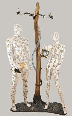 DER ATEM DER ZEIT; Skulptur mit Überwachungskameras, Gesamthöhe 245 cm