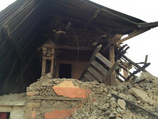 De nombreuses maisons toujours pas déblayées