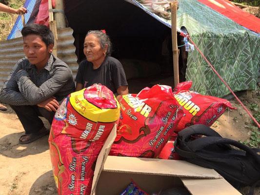 """Une aide directe dans des familles """"oubliées"""" (photo Robby)"""