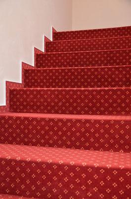 Einige Böden sind auch geeignet für das Verlegen auf Treppenstufen