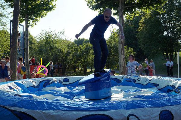 Surf Simulator - Ein Spaß für Groß...