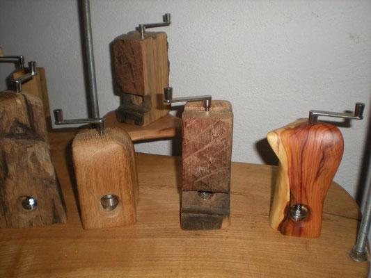 vier Muskatmühlen Holz Eiche, Zwetschge, Erle Muskatreibe Unikat Holz Einzelstück