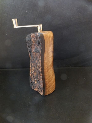 Musktamühle Muskatreibe mit Rinde Muskatreibe Unikat handarbeit Einzelstück Holz