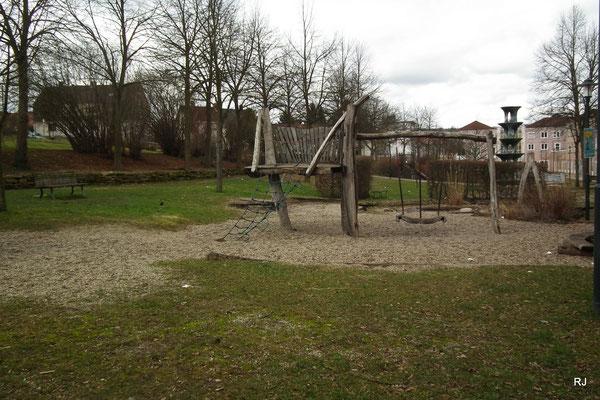 Spielplatz Am Anger, Ortsmitte