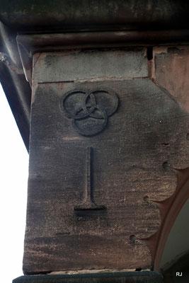 freimaurerzeichen an der villa micka
