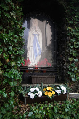 Mariengrotte neben der Kath. Kirche