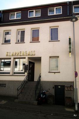 Zur Klappergass, Scheidter Str. 14