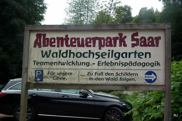 kletterpark, saarbruecken, dudweiler, abenteuerpark saar, parkplatz, hinweisschild