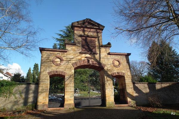 Friedhof Dudweiler, Altes Eingangsportal, denkmalgeschützt