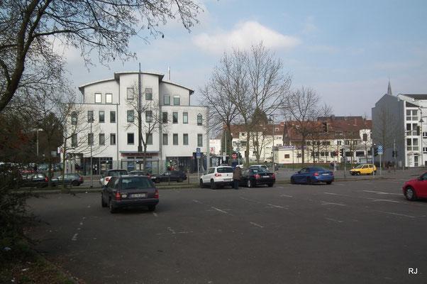 Parkplatz Dudoplatz, im Hintergrund Busbahnhof