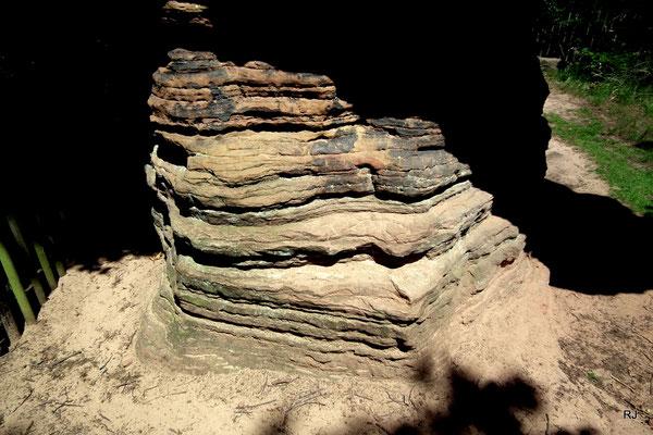 Verwitterter Sandstein, Fuß des Stiefels