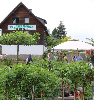 Der Pflanzenhof zog am Sonnabend wieder zahlreiche Gartenfreunde an