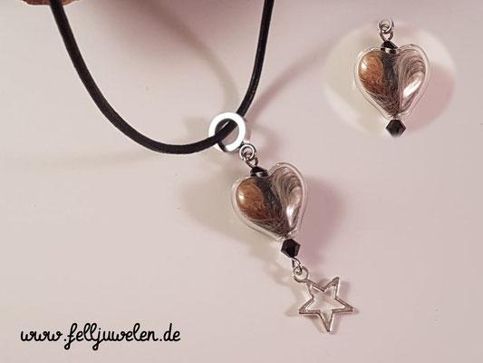 Bild 11) Ein Glasherz 16mm mit Fell gefüllt ´, schwarze Svarovskisteinchen und einem Sternchen als Abschluss Preis: 34 Euro