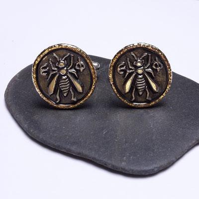 Silber geschwärzt mit 750er Gelbgoldrahmen, 495 Euro