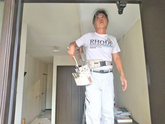 岐阜県多治見市 壁紙クロスを激安で張り替え中!