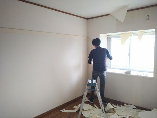 岐阜県各務原市にて、マンションの激安、壁紙クロスの張替え中!