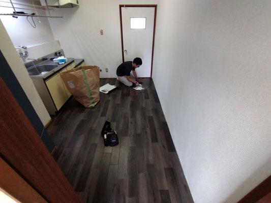岐阜県岐阜市のアパートの激安クッショフロア張替え