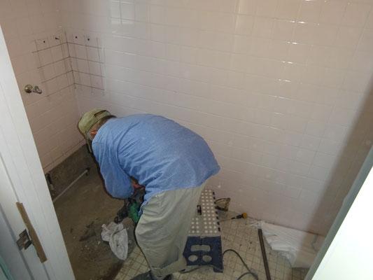 イクメンリフォームによる、岐阜の事務所の和式トイレを洋式トイレに激安リフォーム