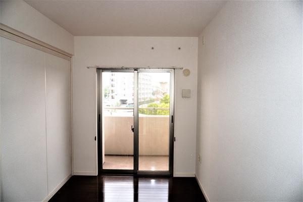 名古屋市、激安マンションの壁紙張替え