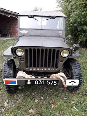 ecussons militaires peints à la main sur Jeep 1960