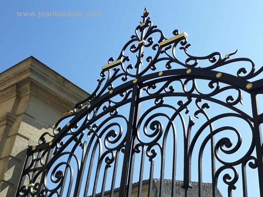Feuille d'or sur portail