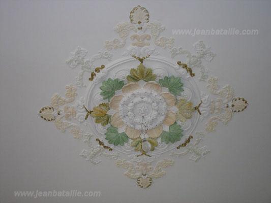 Pose de la rosace peinture plafond et décoration en glacis