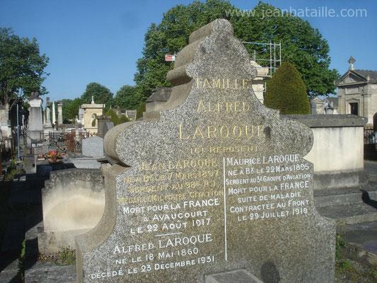 Rénovation sur pierre tombale : Lettres gravées peintes en blanc