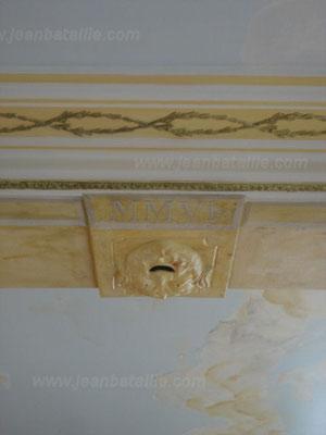 Passage et corniches peints et décorés en glacis