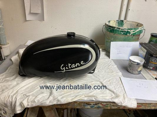 Réservoir de moto Gitane peinture et lettrage
