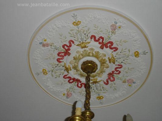 Décoration en glacis de la rosace en plâtre