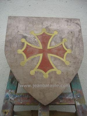 Croix cléchée occitane sur fond métallique