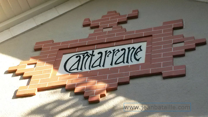 Arcachon nom d'une maison  en lettres peintes