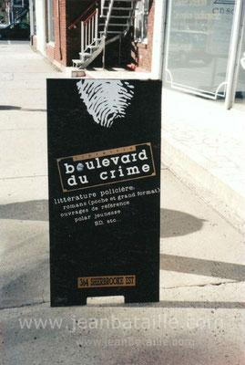 Chevalet de trottoir en contreplaqué, laqué noir et lettres adhésives