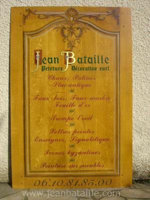 sur panneau en tôle alu : imitation faux-bois et lettres peintes en laque et en feuille d'or