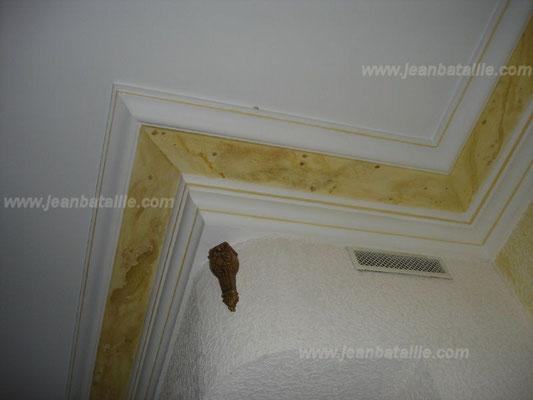 Peinture du plafond et décoration des corniches en glacis