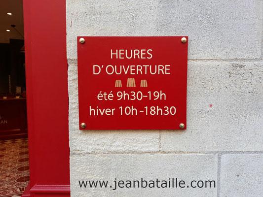 pancarte en contreplaqué marine, lettres peintes en acrylique