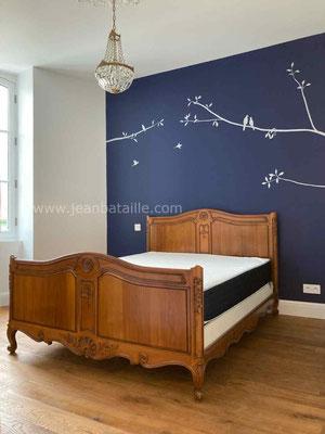 Mur peint en acrylique avec décoration en peinture aluminium