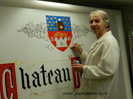 Blason de St Emilion reproduit en laque sur panneau avec lettres peintes