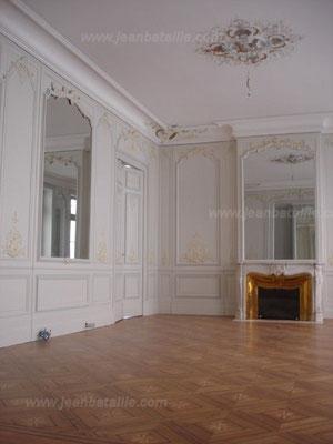 Salon peint en laque satinée et décoration des panneaux et moulures en glacis