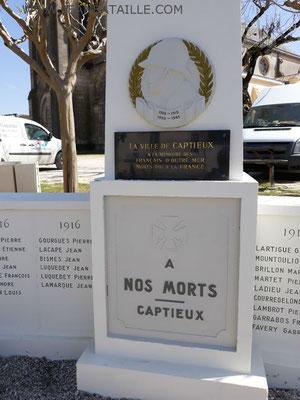Lettres peintes en acrylique sur lettres gravées du monument aux morts de Captieux