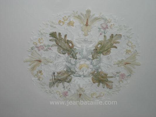 Plafond peint et décoration de la rosace en glacis