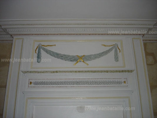 Rinceau peint et décoration en glacis