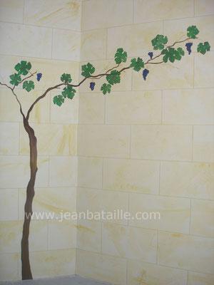 détail d'un décor en fausse pierre avec végétation